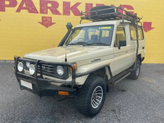 1994 Toyota Landcruiser Beige 5 Speed Manual TroopCarrier