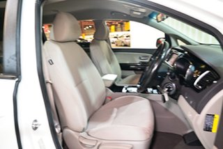 2017 Kia Carnival YP MY17 SI White 6 Speed Sports Automatic Wagon