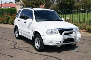 2001 Suzuki Grand Vitara (4x4) White 4 Speed Automatic Wagon.