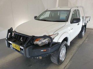 2016 Mitsubishi Triton MQ MY17 GLX Club Cab White 6 Speed Manual Cab Chassis.