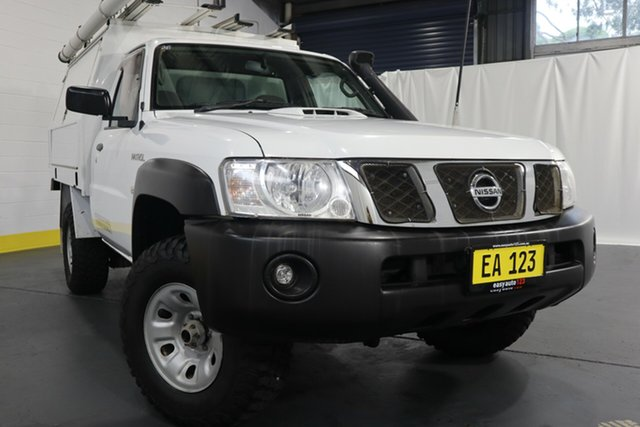 Used Nissan Patrol Y61 Series 5 MY15 DX Castle Hill, 2016 Nissan Patrol Y61 Series 5 MY15 DX White 5 Speed Manual Cab Chassis