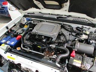 2011 Nissan Navara White 5 Speed Manual Dual Cab
