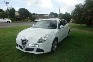 2013 Alfa Romeo Giulietta Series 0 MY13 Progression White 6 Speed Manual Hatchback.