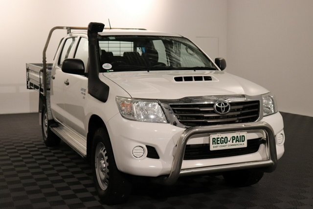 Used Toyota Hilux KUN26R MY14 SR Double Cab Acacia Ridge, 2015 Toyota Hilux KUN26R MY14 SR Double Cab White 5 speed Automatic Cab Chassis