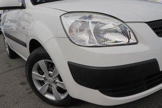 2009 Kia Rio JB MY09 LX Clear White 5 Speed Manual Hatchback.
