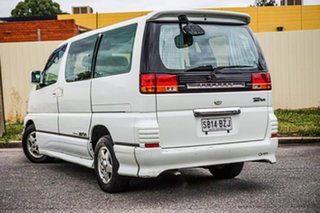 2000 Nissan Elgrand ALE50 Highway Star White 4 Speed Automatic Wagon.