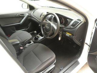 2010 Kia Cerato TD MY10 S Winter White 5 Speed Manual Sedan