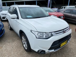 2013 Mitsubishi Outlander ZJ MY14 ES 4WD White 6 Speed Constant Variable Wagon.