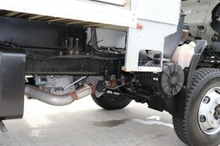 2011 Isuzu NPS300 White Manual Truck