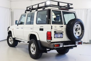2011 Toyota Landcruiser VDJ76R MY10 GXL White 5 Speed Manual Wagon.
