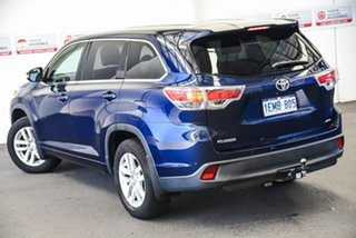 Toyota Kluger Dynamic Blue Wagon.
