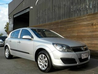 2006 Holden Astra AH MY06 CD Equipe Silver 5 Speed Manual Hatchback.