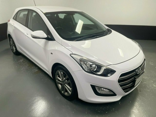 Used Hyundai i30 GD3 Series II MY16 SR Hamilton, 2015 Hyundai i30 GD3 Series II MY16 SR White 6 Speed Sports Automatic Hatchback