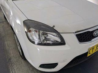 2011 Kia Rio JB MY11 S White 5 Speed Manual Hatchback.