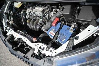 2016 Toyota Esquire ZRR80 XI SLIDE SEAT White Wagon