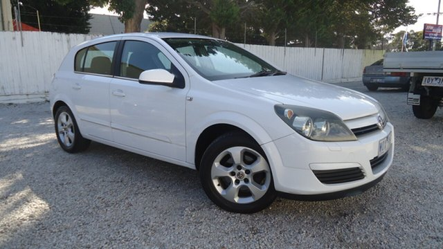 Used Holden Astra AH MY05 CDX Seaford, 2005 Holden Astra AH MY05 CDX White 4 Speed Automatic Hatchback