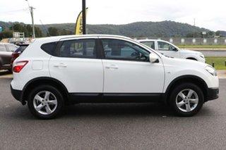 2012 Nissan Dualis J10 Series II MY2010 ST Hatch White 6 Speed Manual Hatchback.