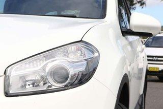 2012 Nissan Dualis J10 Series II MY2010 ST Hatch White 6 Speed Manual Hatchback
