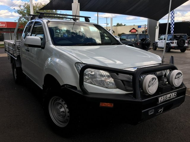 Used Isuzu D-MAX SX Dubbo, 2015 Isuzu D-MAX (No Series) SX White Sports Automatic