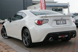2016 Toyota 86 ZN6 GTS Crystal White Pearl 6 Speed Sports Automatic Coupe.