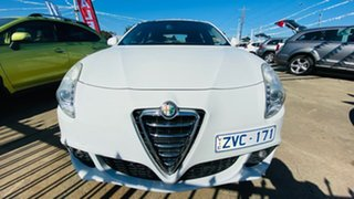 2013 Alfa Romeo Giulietta Series 0 MY13 Distinctive TCT White 6 Speed Sports Automatic Dual Clutch.