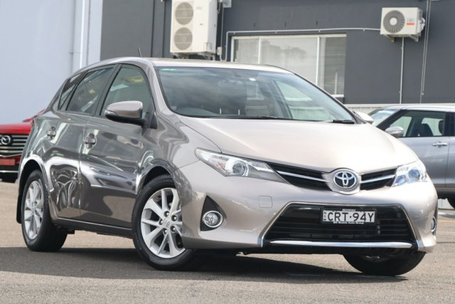 Used Toyota Corolla ZRE182R Ascent S-CVT Brookvale, 2014 Toyota Corolla ZRE182R Ascent S-CVT Grey 7 Speed Constant Variable Hatchback