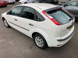 2007 Ford Focus LS CL White 4 Speed Sports Automatic Hatchback.