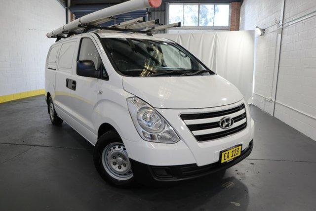 Used Hyundai iLOAD TQ3-V Series II MY16 Castle Hill, 2016 Hyundai iLOAD TQ3-V Series II MY16 White 5 Speed Automatic Van