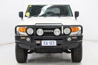 2014 Toyota FJ Cruiser GSJ15R MY14 White 5 Speed Automatic Wagon.