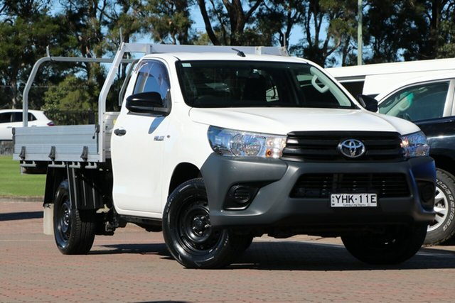 Pre-Owned Toyota Hilux TGN121R Workmate 4x2 Warwick Farm, 2017 Toyota Hilux TGN121R Workmate 4x2 White 5 Speed Manual Cab Chassis