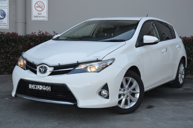 Used Toyota Corolla ZRE182R Ascent Sport Maitland, 2013 Toyota Corolla ZRE182R Ascent Sport White 6 Speed Manual Hatchback