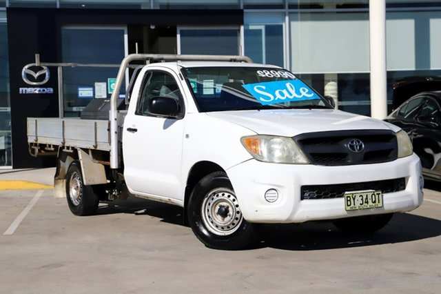 Used Toyota Hilux RZN149R MY04 4x2 Kirrawee, 2005 Toyota Hilux RZN149R MY04 4x2 White 5 Speed Manual Cab Chassis