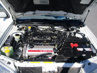 2000 Nissan Maxima A33 ST Pearl White 4 Speed Automatic Sedan