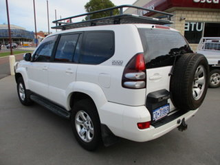 2007 Toyota Landcruiser Prado KDJ120 GX (4x4) White 6 Speed Manual Wagon.
