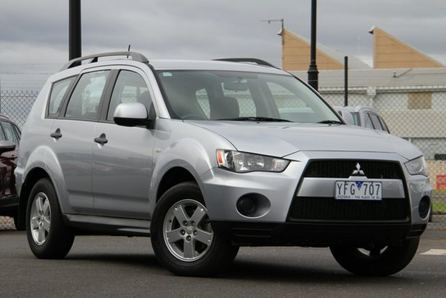 Used Mitsubishi Outlander ZH MY11 LS 2WD Essendon Fields, 2011 Mitsubishi Outlander ZH MY11 LS 2WD Silver, Chrome 5 Speed Manual Wagon