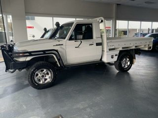 2017 Toyota Landcruiser LC70 VDJ79R MY17 Workmate (4x4) White 5 Speed Manual Cab Chassis.