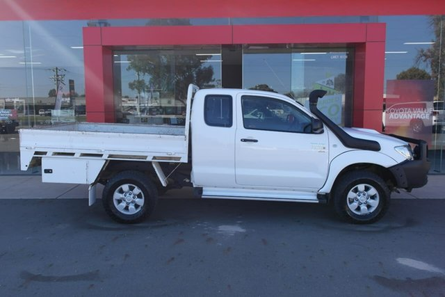 Used Toyota Hilux KUN26R MY09 SR Xtra Cab Swan Hill, 2009 Toyota Hilux KUN26R MY09 SR Xtra Cab White 5 Speed Manual Cab Chassis