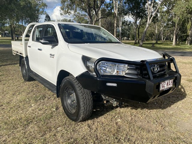 Pre-Owned Toyota Hilux GUN126R SR (4x4) Chinchilla, 2015 Toyota Hilux GUN126R SR (4x4) Glacier White 6 Speed Manual Dual Cab Chassis