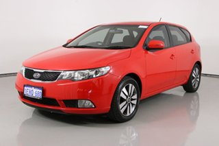 2013 Kia Cerato TD MY13 SI Red 6 Speed Manual Hatchback.