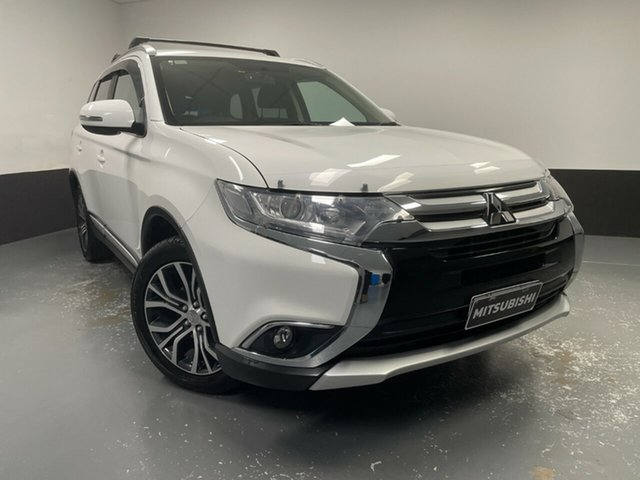 Used Mitsubishi Outlander ZK MY17 LS 2WD Hamilton, 2017 Mitsubishi Outlander ZK MY17 LS 2WD White 6 Speed Constant Variable Wagon