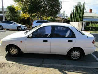 1999 Daewoo Lanos SE White 5 Speed Manual Sedan