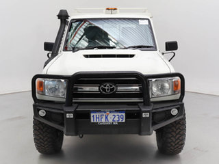 2017 Toyota Landcruiser VDJ79R MY18 Workmate (4x4) White 5 Speed Manual Double Cab Chassis.