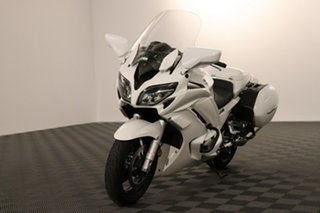 2016 Yamaha FJR1300A White Manual.