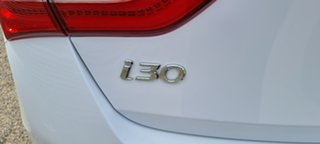 2013 Hyundai i30 GD2 SR White 6 Speed Sports Automatic Hatchback.