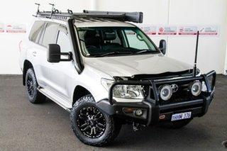 2014 Toyota Landcruiser VDJ200R Altitude (4x4) Silver Pearl 6 Speed Automatic Wagon.