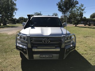 2016 Toyota Landcruiser VDJ200R VX Silver Pearl 6 Speed Sports Automatic Wagon.