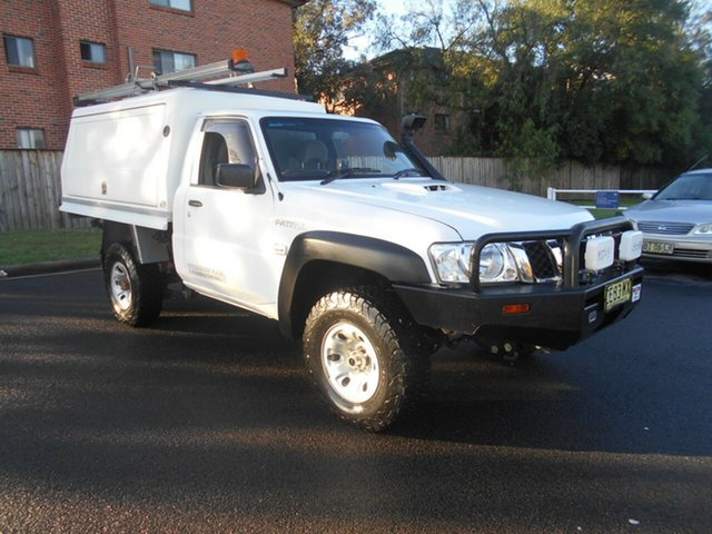 Used Nissan Patrol MY14 DX (4x4) Bankstown, 2015 Nissan Patrol MY14 DX (4x4) White 5 Speed Manual Leaf Cab Chassis