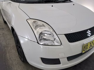 2010 Suzuki Swift RS415 GLX White 5 Speed Manual Hatchback.