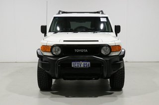 2012 Toyota FJ Cruiser GSJ15R White 5 Speed Automatic Wagon.