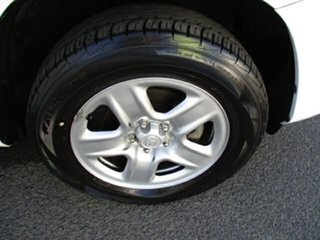 2009 Toyota RAV4 CV White 5 Speed Manual Wagon